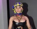 Nicki Minaj diện áo hở táo bạo