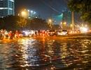 Ngập nước, tắc đường khắp Hà Nội sau cơn mưa lớn cuối chiều