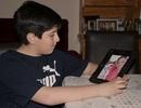 Cậu bé mồ côi khẩn cầu dân mạng giúp tìm lại chiếc smartphone có chứa ảnh mẹ