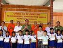 Công an Cần Thơ trao quà cho học sinh Khmer nghèo hiếu học