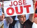 CĐV MU tức điên, đòi sa thải HLV Mourinho ngay lập tức