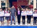 Vĩnh Long: Trao hàng trăm suất học bổng đến học sinh khó khăn nhân dịp năm học mới