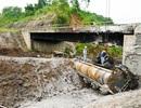 """Cận cảnh cây cầu bị xe bồn """"thiêu cháy"""" trên cao tốc Hà Nội - Lào Cai"""