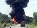 """Tạm """"đóng cửa"""" cao tốc Nội Bài - Lào Cai do xe chở xăng cháy nổ"""
