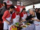 Hàng ngàn gia đình cùng kéo đến siêu thị Co.opmart để nấu ăn