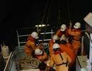Tàu cá Quảng Ngãi vớt được một người nước ngoài không rõ quốc tịch