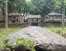 """Lăng mộ hơn 300 tuổi ở Hà Nội """"chống nạng"""" chờ sập"""