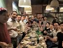 Cổ động viên tuyển Việt Nam đặt kín bàn quán nhậu để cổ vũ đội nhà