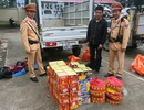 Hà Nội: Bắt quả tang xe tải chở pháo chuẩn bị vào nội thành