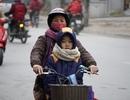 Trẻ nhỏ Hà Nội khăn áo kín mít đến trường trong ngày rét buốt