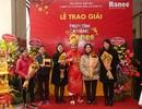 Táo Xuân Bắc hào hứng trao Cặp Cá Vàng Ranee đến khách hàng may mắn tại Hà Nội