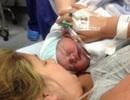 Không thể mổ, bà mẹ sinh ra đứa trẻ khổng lồ sau 21 giờ quằn quại