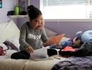 Nghị lực phi thường của cô gái đeo khối u khổng lồ trên mặt 16 năm vẫn mơ làm y tá