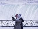 Hy hữu dòng thác đóng băng vì quá lạnh