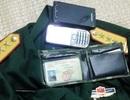 Vấn nạn buôn bán quân phục, sắc phục xử lý thế nào? 