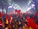 Hồ Gươm đông nghịt người ăn mừng Việt Nam vào tứ kết Asian Cup