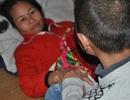 Nghẹn lòng cậu bé lớp 3 chăm mẹ câm điếc, bệnh tật trong căn nhà nát