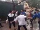 Mâu thuẫn trước cổng trường, một thanh niên bị đâm tử vong