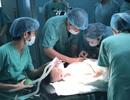 Lần đầu mổ cấy điện cực ốc tai giúp trẻ điếc bẩm sinh