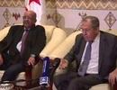Cử chỉ của Ngoại trưởng Nga khiến cả phòng họp bật cười
