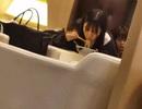 """Lộ hình ảnh Angelababy mặt """"mộc"""", tóc tai bù xù ngồi ở sân bay"""