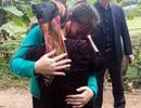 Nữ công nhân òa khóc ôm mẹ sau 16 năm mới về quê đón Tết
