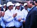"""Thủ tướng """"xông đất"""", mừng tuổi công nhân ngày làm việc đầu năm mới"""