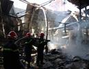 Công ty sản xuất đồ gỗ cháy dữ dội ngày đầu năm