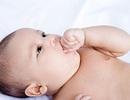 Ảnh hưởng khi trẻ ngậm mút tay - lời cảnh báo của bác sĩ nhi khoa