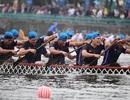 Kịch tính tranh tài bơi chải thuyền rồng trên mặt nước Hồ Tây