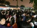 """""""Biển người"""" chờ đợi, nhiều người """"xé"""" rào để vào dự lễ Khai ấn đền Trần"""
