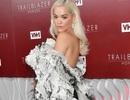 Rita Ora diện váy lạ mắt