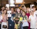 Hoa hậu Mỹ Liên được fan chào đón nồng nhiệt ở sân bay lúc nửa đêm