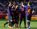 Sevilla 2-4 Barcelona: Cú hattrick của Messi