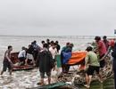 Kịp thời cứu 8 ngư dân bị chìm tàu trên biển