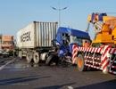 Kéo giúp xe chết máy trên cao tốc, tài xế bị xe container tông chết