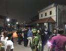 Hơn chục cảnh sát khống chế người đàn ông cầm hung khí tấn công hai vợ chồng