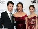 Catherine Zeta Jones sành điệu đưa 2 con dự sự kiện