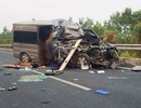 Xe Limousine va chạm xe container trên cao tốc Cầu Giẽ - Ninh Bình, 2 người tử vong