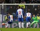 Công nghệ VAR đưa Porto vào tứ kết Champions League đầy nghẹt thở