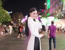 Nữ hoàng Trần Huyền Nhung với tình yêu lớn dành cho áo dài truyền thống Việt Nam.