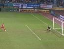 """Trọng tài """"ngủ mơ"""" trong pha bắt penalty sai luật của thủ môn Văn Công"""