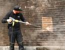 Xem công nghệ tẩy rêu hiện đại trên di sản UNESCO tại Huế