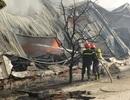 Cháy cực lớn thiêu rụi 3 nhà xưởng của công ty sản xuất nến