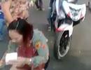 Nữ du khách bị cướp giật kéo lê trên đường
