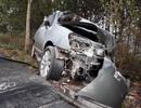 Ô tô mất lái trên cao tốc, lao qua dải phân cách, tông nát xe ngược chiều