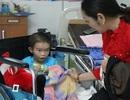 Bạn đọc giúp đỡ bé trai bị cắt bỏ chân hơn 174 triệu đồng
