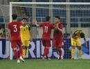 HLV Park Hang Seo gây bất ngờ khi đẩy trung vệ lên đá tiền đạo