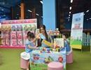Hai con của Lý Hải Minh Hà háo hức chơi đồ chơi khi tham dự sự kiện