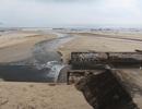 Rác, nước thải lại tràn ra bãi biển Đà Nẵng